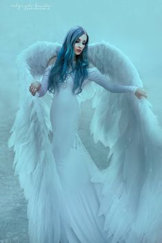 Today we are coming back to my angelic photoshoot! I'm still impressed how different it is from my other photos 😂 Model Angel Images, Angel Pictures, Big Angel Wings, Angel Wings Costume, Angel Artwork, Angel Drawing, Ange Demon, Angel Aesthetic, Beautiful Fairies