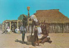 325 - Angola - Raparigas Humbes pilando cereal