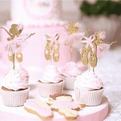 biscoitos e cupcakes festa a bailarina Ballet Birthday Cakes, Ballerina Cupcakes, Ballet Cakes, Dance Party Birthday, Ballerina Birthday Parties, Kid Cupcakes, Birthday Favors, Princess Birthday, Princess Party