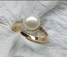fe0e8fea3695 Sortija oro naranja de 18k de 4.5gr con perla cultivada de 7.5mm y circones  de 1 25mm.
