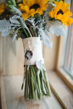 Photo charm on bridal bouquet in memory, Robin Cain Photography