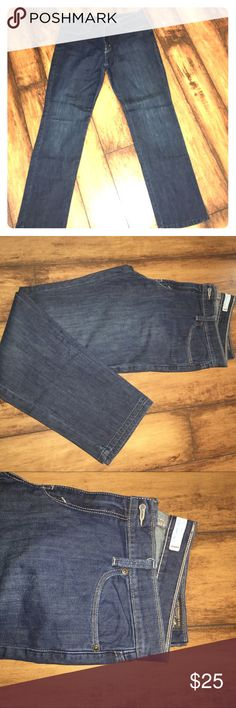 LEVIS ULTIMATE LIFT SLIM STRAIGHT 544 WOMENS JEANS In great condition minimal wear. Levis Jeans Straight Leg