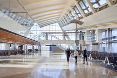 Tom Bradley International Terminal / Fentress Architects