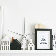 """""""La magia de la navidad ha llegado a nuestra casa.pequeños poblados,estrellas y bosques encantados... #decoración #navidad #sostrenegrene…"""""""