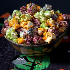 Halloween Popcorn Recipe & Homemade Cracker Jacks, Simplified just made this without food coloring. Homemade Popcorn, Homemade Crackers, Popcorn Recipes, Snacks Recipes, Halloween Popcorn, Healthy Halloween Snacks, Cracker Jacks, Recipe Collection, Holiday Recipes
