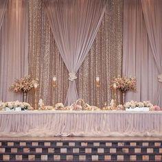 Head table wedding ideas charming gold wedding head table in ideas Wedding Reception Backdrop, Wedding Wall, Wedding Stage, Gold Wedding, Wedding Centerpieces, Floral Wedding, Dream Wedding, Wedding Draping, Head Table Wedding Decorations
