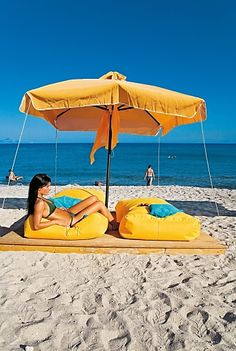 Ab Sofort, Beach Mat, How To Look Better, Outdoor Blanket, Patio, Outdoor Decor, Airline Travel, Greek, Tourism