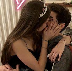 Cute Couples Photos, Cute Couple Pictures, Cute Couples Goals, Couple Goals, Couple Pics, Emo Couples, Couple Kissing, Girl Couple, Couple Shoot