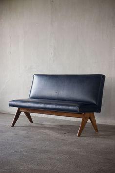 Pierre Jeanneret (Genève 1896 - Genève / V-leg bench, India c. Diy Home Furniture, Indian Furniture, Furniture Upholstery, Vintage Furniture, Modern Furniture, Furniture Design, Pierre Jeanneret, Le Corbusier, Chandigarh
