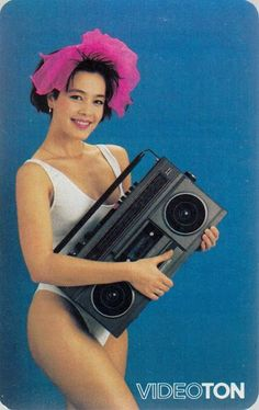 Discover the wonderful world of vintage audio. 1001 Hi-Fi - The Stereo Museum is a place where you can discover a large private collection of vintage audio units. Mode Vintage, Vintage Girls, Vintage Ads, Vintage Posters, Retro Advertising, Vintage Advertisements, Disco Background, Retro Record Player, Rock And Roll History
