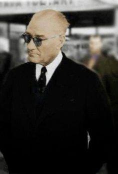 Mustafa Kemal Atatürk Atatürk was a Turkish nationalist leader and founder and first president of the republic of Turkey. Illustration Tutorial, Men's Suits, Set Fashion, Turkish Army, The Turk, Great Leaders, The Republic, Revolutionaries, Stylish Men