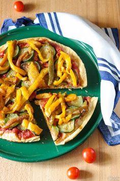 Pizza di farina di ceci senza glutine semplicissima Gluten Free Recipes, Healthy Recipes, Healthy Pizza, Greens Recipe, Gnocchi, Japchae, Finger Foods, Creme, Low Carb