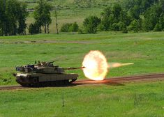 Abrams tank firing a sabot Perfectly Timed Military Photos PressRoomVIP - Part 11 M1 Abrams, Diorama, M109, Tank Armor, Military Armor, Armored Fighting Vehicle, Military Pictures, Battle Tank, World Of Tanks