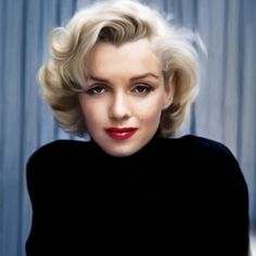 Portrait of actress Marilyn Monroe on patio of her home. Location: Hollywood, CA, US Date taken: May 1953 Photographer: Alfred Eisenstaedt Mort Marilyn Monroe, Marilyn Monroe Quotes, Robert Mapplethorpe, Annie Leibovitz, Richard Avedon, Famous Blondes, Bert Stern, Joe Dimaggio, Retro Mode