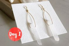 Enter to win Champagne + Glitter earrings from the Ho-Ho-Holiday Giveaway! Hosted by Style & Spice. Come back each day for new prizes!