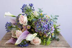 Bouquet Tales - spring/summer - Delfsblauw boeket met verrassende Agapanthus.