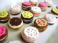 Items similar to Miniature Birthday Cakes - Tiny Felt Play Food - Doll house Food on Etsy Felt Cake Pattern, Pretend Food, Felt Food, Handmade Felt, Mini Cupcakes, Miniatures, Birthday Cakes, Desserts, Couture