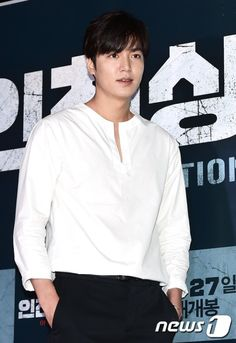 2016 July 25 | Monday | #ActorLeeMinHo #LeeMinHo | Attend Movie VIP Premier | Incheon Operation Chromite | News 1  [http://entertain.naver.com/read?oid=421&aid=0002186954&lfrom=twitter]   이민호, 국보급 비주얼 | |25 July 2016 (Monday) @ 11:04 pm (KST) | THIS Post: 25 July 2016 (Monday)   News 1 [ [http://entertain.naver.com/read?oid=421&aid=0002186954&lfrom=twitter]  이민호, '심장 박동수 올리는 매력남' :: 네이버 TV연예