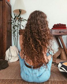 hii👋🏼 casually air drying🦁🤷🏼‍♀️ I like washing my hair in the morning and I use a diffuser to dry the roots when it's cold outside, then… Long Curly Hair, Wavy Hair, Her Hair, Curly Hair Styles, Good Hair Day, Dream Hair, Hair Photo, Pretty Hairstyles, Permed Hairstyles
