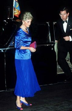 January Prince And Princess Of Wales Arriving By Official Car At The Sydney Opera House, Australia. Princess Diana Is Wearing A Blue Satin Bodice And Skirt Designed By Bruce Oldfield With A Pair Of Two-tone Shoes. Princess Diana Dresses, Princes Diana, Prince And Princess, Real Princess, Royal Prince, Prince Harry, Lady Diana, Diana Spencer, Charles And Diana