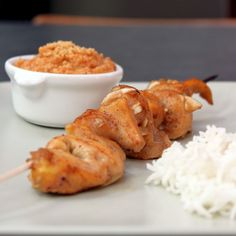 brochette sauce cacahuète Mama Cooking, Cooking Time, Grilling Recipes, Seafood Recipes, Chicken Skewers, Fat Foods, How To Cook Chicken, Soul Food, Breakfast Recipes