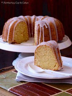 Vanilla Bean & Sour Cream Bundt Cake { Bizcocho de Vainilla y Nata Agria }