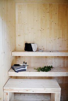 Kohteen pihasauna on rakennettu kokonaan CLT-massiivipuusta, kuten talokin. Saunas, Entryway Bench, Relax, Shelves, Storage, Wood, Interior, Furniture, Sauna Ideas