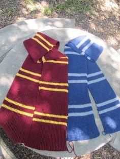 Gryffindor and ravenclaw scarves harry potter scarf pattern, harry Harry Potter Scarf Pattern, Tricot Harry Potter, Harry Potter Crochet, Ravenclaw Scarf, Harry Potter Gryffindor Scarf, Knit Or Crochet, Crochet Scarves, Crochet Granny, Hand Crochet