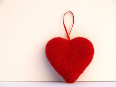 tutorial on how to make needle felted hearts for Valentines Day. ..use a cookie cutter for the heart shape, making this a simple and fast project for beginner needle felting
