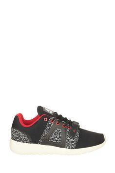 http://www.monshowroom.com/de/zoom/asfvlt-sneakers/baskets-noires-super-tech/202491