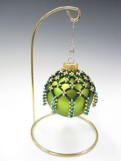 Create your own personal ornament cover in no time at all! A free PDF download of the written supplemental instructions are available at: http://shop.jillwis...