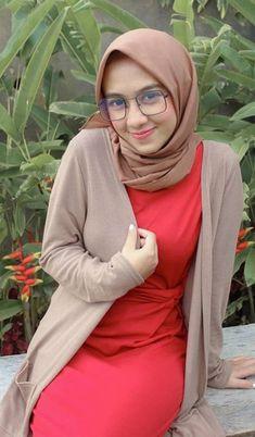 Dewi Andini Hijaber is Cool Beautiful Muslim Women, Beautiful Hijab, Beautiful Ladies, Arab Girls, Muslim Girls, Abaya Fashion, Muslim Fashion, Fashion Muslimah, Indonesian Girls