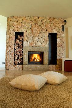 Un clásico actualizado, chimenea de piedra