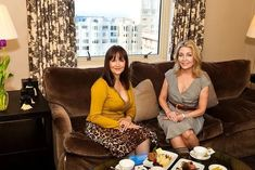 Jan Showers sits down with Claudia Juestel in San Francisco for an in-depth chat about her impressive design career and her most recent book. Interior Design Career, Interior Design Website, Modern Interior Design, Interior Led Lights, Showers, Elegant, San Francisco, Tea, Style