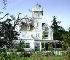 Wish this was a real house! Especially if it was MY house lol. Great ideas for a real home :) Practical Magic: A Victorian House Fit for a Witch Beautiful Buildings, Beautiful Homes, House Beautiful, Wonderful Dream, Beautiful Beautiful, Beautiful Architecture, Absolutely Gorgeous, Beautiful Beaches, Practical Magic House