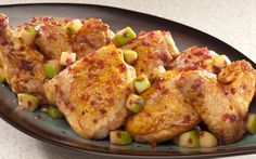 Pittige Kip met Appel uit de Oven is een lekker recept dat oorspronkelijk uit de Filipijnen komt. De combinatie van smaken maakt dit recept echt uniek!
