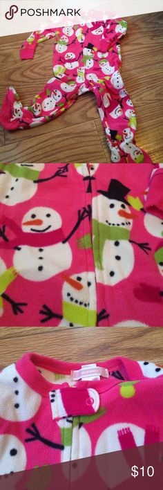 Old Navy Pink Snowmen Footie Jammies Perfect for the holidays! From old navy size 2T, pink fleece footies with all over snowman design. Old Navy One Pieces Footies