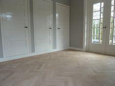 Visgraat-vloer-extra-white-geolied Modern Flooring, Timber Flooring, Living Room Flooring, Home Living Room, Interior Design Living Room, Sweet Home, New Homes, House Design, Home Decor