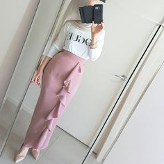 "34 Likes, 2 Comments - My Modest Fashion Style Inspo (@aminahs_hijab_diary) on Instagram: ""#repost from @poplook #hijaboutfit #hijablook #hijabstyle #hijab #hijabi #hijabista #hijabers…"" Modern Hijab Fashion, Muslim Fashion, Islamic Fashion, Abaya Fashion, Fashion Line, Modest Fashion, Pink Fashion, Fashion Dresses, Baju Raya"