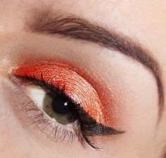 64823343abfa69 maquillage yeux en orange avec eye-liner noir Maquillage Yeux Orange, Photo  Maquillage,