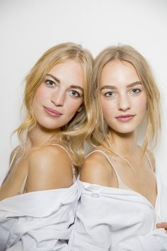 The Best Backstage Moments from New York Fashion Week Pretty Makeup, Makeup Looks, Beauty Make Up, Hair Beauty, Models Backstage, Shades Of Blonde, How To Pose, Up Girl, Bridal Makeup