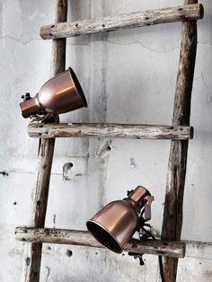 HEKTAR klämspot, design Ola Wihlborg, i en ny skimrande kopparton, lyser upp och ner i alla mörka vrår. Passar med ljuskällan LEDARE LED som förbrukar upp till 85 procent mindre energi och har 20 gånger längre livstid än glödlampor.