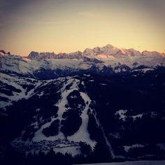 «La journée se termine par un coucher de soleil sur le Mont Blanc. #lesgets»
