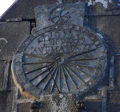 Cadran méridional, gravé sur ardoise - Le Faou - 1638 Sistema Solar, Brest, Time Clock, Sundial, Water Features, Brittany, Oriental, Watches, Architecture