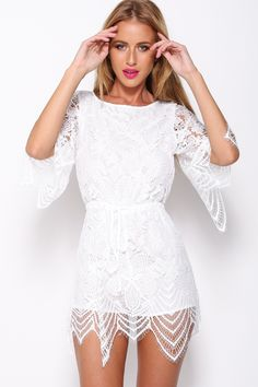White lace jumper style with shorts designed to look like a skirt. Elegant Dresses, Cute Dresses, Short Dresses, White Outfits, Short Outfits, Evening Playsuits, Lace Dress, White Dress, White Playsuit