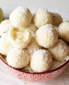 If chocolate truffles are your idea of heaven, these quick and easy-to-make white chocolate truffles will transport you to chocolate nirvana! | eatwell101.com