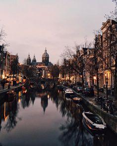 City vibes via @sezyilmaz #UOEurope #UrbanOutfittersEU