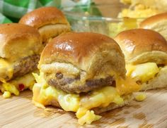 Cheesy-Sausage-and-Egg-Breakfast-Sliders_2web