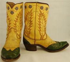 Vintage cowboy boots greetings-from-arizona-photoshoot-idea