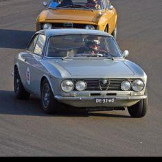 Alfa romeo 2000gtv Alfa105 Bertone 1971 Old Sports Cars, Sport Cars, Alfa Bertone, Alfa Romeo, Wheels, Classic, Cutaway, Old Muscle Cars, Derby